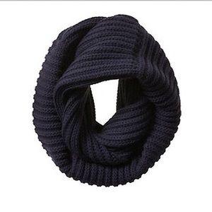 🎊 🖤 Banana Republic Circle Knit Infinity Scarf - Black ✨